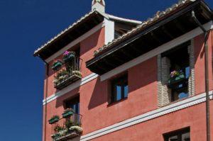Fachada Casa Roja (segunda y tercera planta)